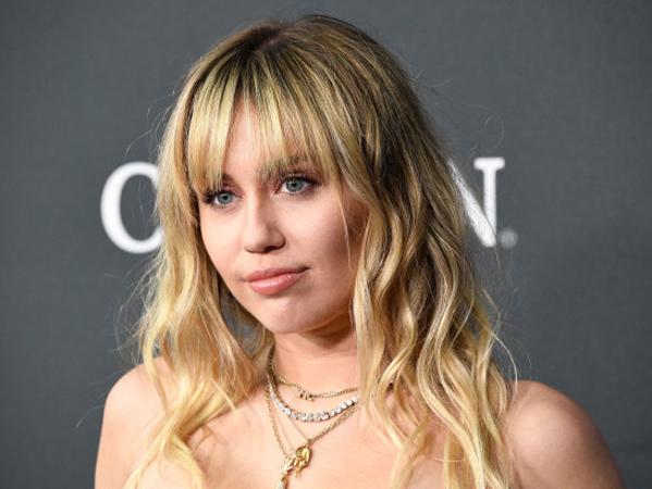 Miley Cyrus Operasi Pita Suara, Rehat dari Dunia Nyanyi
