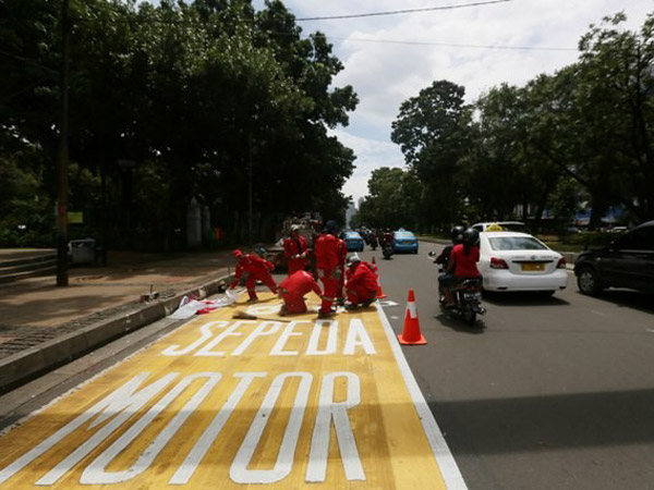 Gantian, Kini Mobil yang Dilarang Masuk Jalur Motor di Jalan Thamrin