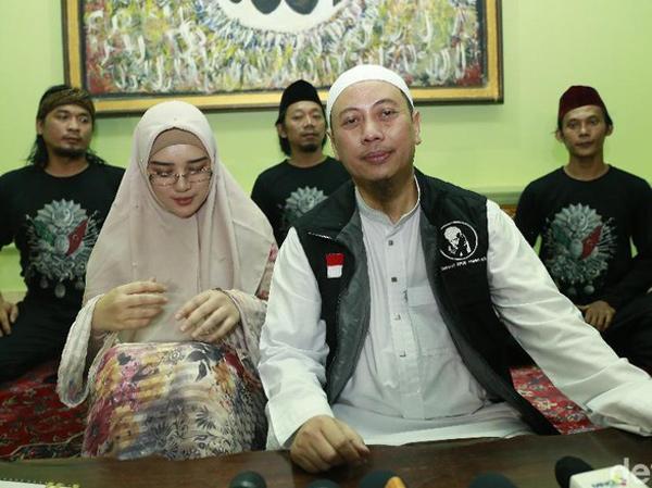 Tuai Pro Kontra hingga Diragukan MUI, Opick Buktikan Keaslian Rambut Nabi Muhammad yang Disimpannya