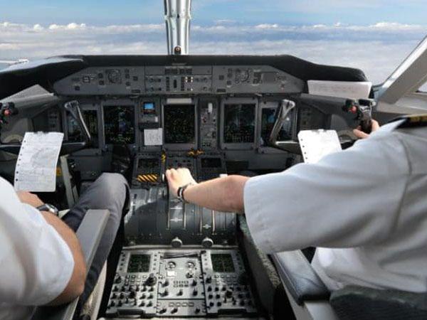 Pingsan, Pilot Ini Ditangkap Karena Mabuk di Kokpit Sesaat Sebelum Lepas Landas