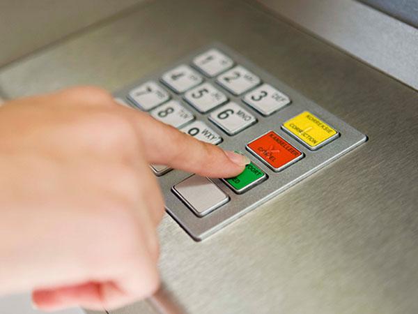 Waspada! Jangan Mengetik Pin ATM dengan Satu Jari Agar Tak Terjadi Hal Ini