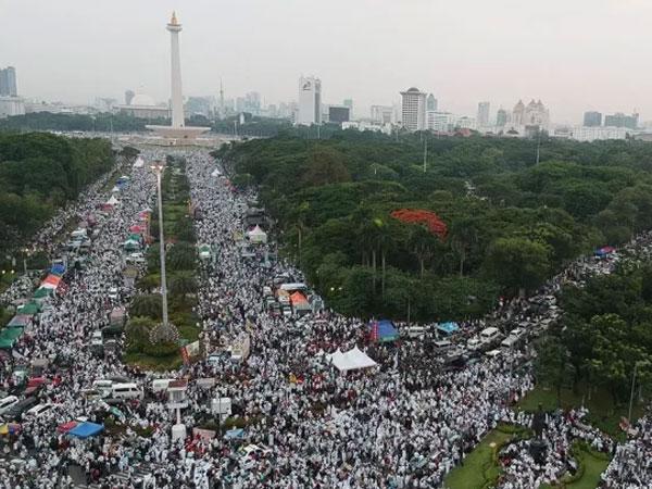 Yang 'Lembur' dan Meraup Untung dari Aksi Massa 'Reuni 212'