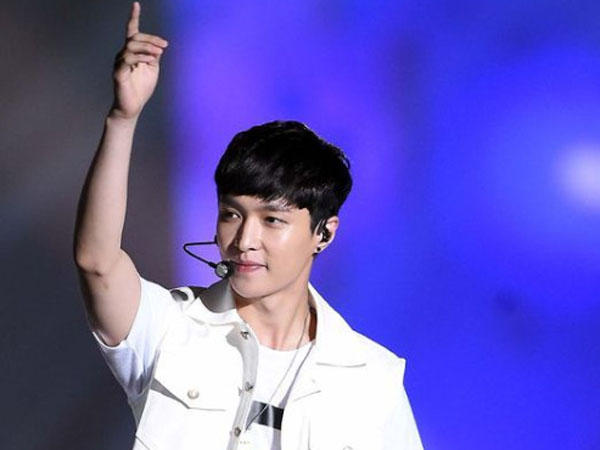 Anggapan Lay akan Hengkang dari EXO Kembali Jadi Perbincangan Hangat Netizen