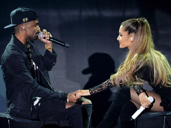Pamer Kemesraan, Ariana Grande Beri Ciuman untuk Big Sean di Atas Panggung Konsernya!