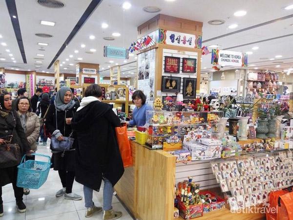 Asyiknya Belanja Suvenir Khas di Korea Selatan Bisa Bayar Pakai Rupiah!