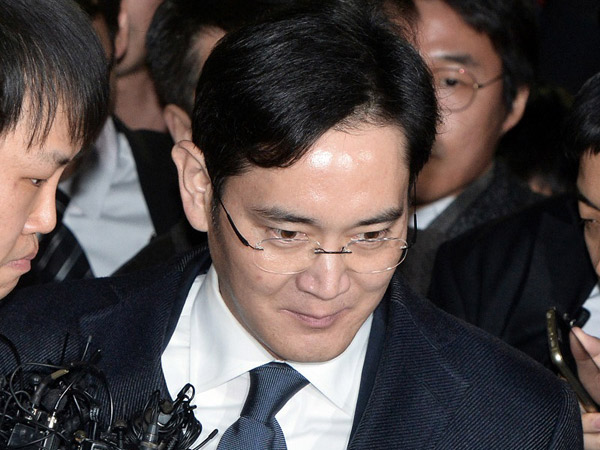 Terkait Skandal Presiden, Bos Samsung Resmi Ditahan Atas Kasus Korupsi