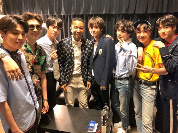 Momen 'Fanboying' Berahun-tahun V BTS Hingga Akhirnya Bisa Foto Bareng John Legend