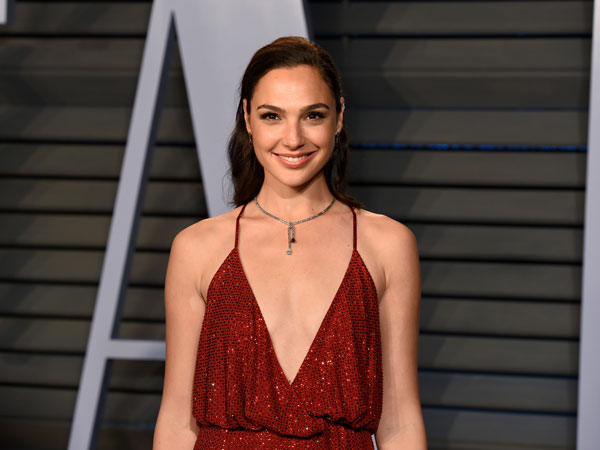 9gal-gadot-main-film-action2.jpg