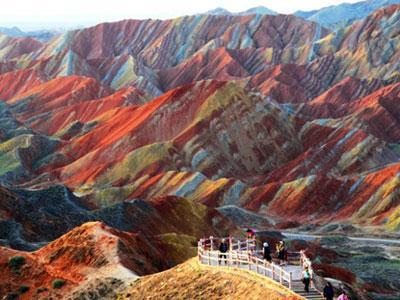 Wow, China Miliki Gunung Pelangi  yang Menakjubkan