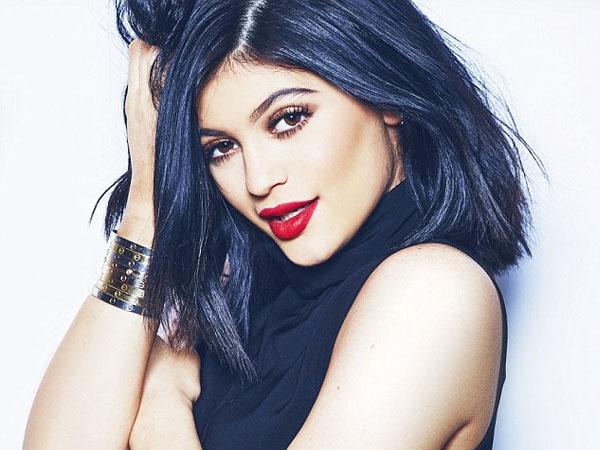 Duh, Kylie Jenner Diserang Orang Misterius saat Datang ke Konser Chris Brown