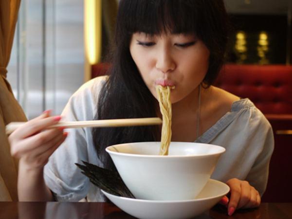 Duh, Terlalu Banyak Makan Mie Ternyata Bisa Memicu Kanker Payudara