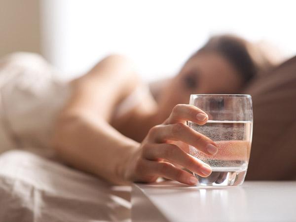 Anjuran Minum Air Putih Setelah Bangun Tidur, Ini Dia Manfaatnya Bagi Kesehatan
