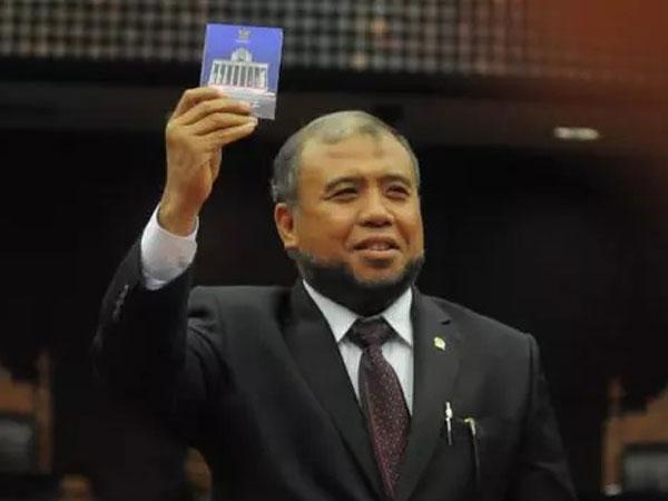 Hakim Patrialis Akbar Tertangkap Tangan KPK, Ketua Mahkamah Konstitusi Minta Ampun