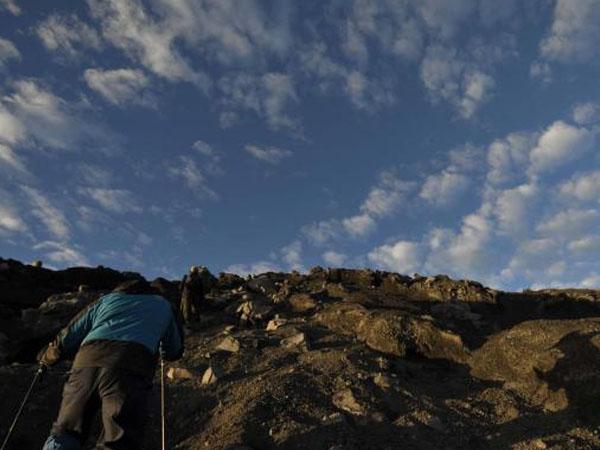 Mendaki Secara Ilegal, Pria Swiss Dilaporkan Hilang di Gunung Semeru
