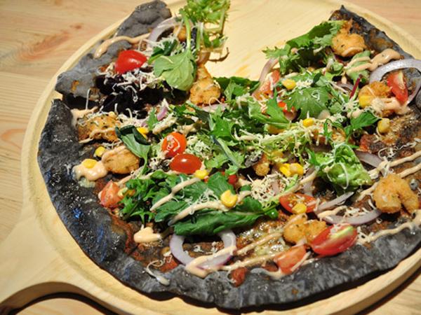 Pizza Hitam di Kemang dan Pizza Unik Lainnya yang Bisa Kamu Temui di Jakarta