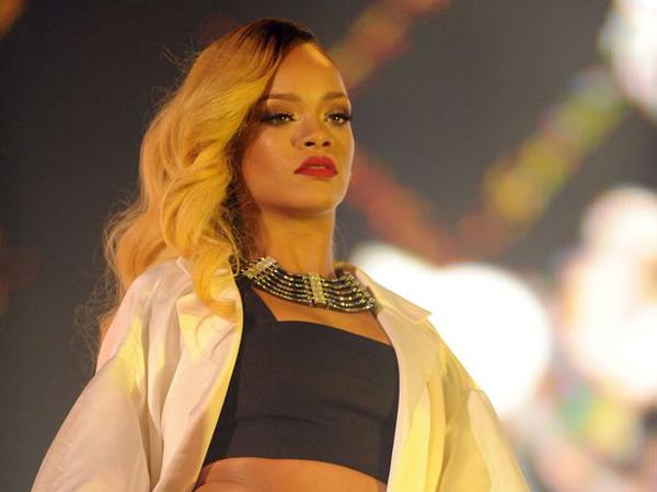 Wow, Rihanna akan Syuting Video Musik Barunya di Dua Benua Sekaligus?