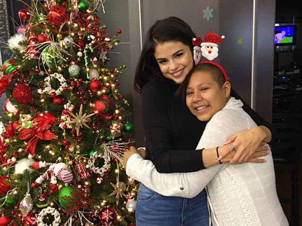 Kunjungi Rumah Sakit Anak di Malam Natal, Kehadiran Selena Gomez Bikin Haru Pasien