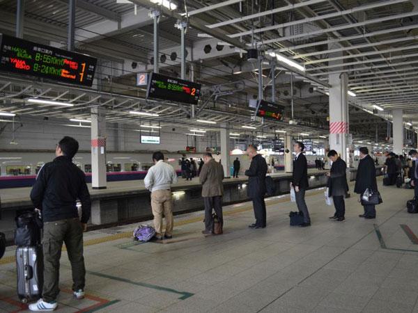 Rahasia Orang Jepang Super Tertib Naik Kereta, Bisa Diterapkan di MRT Indonesia?