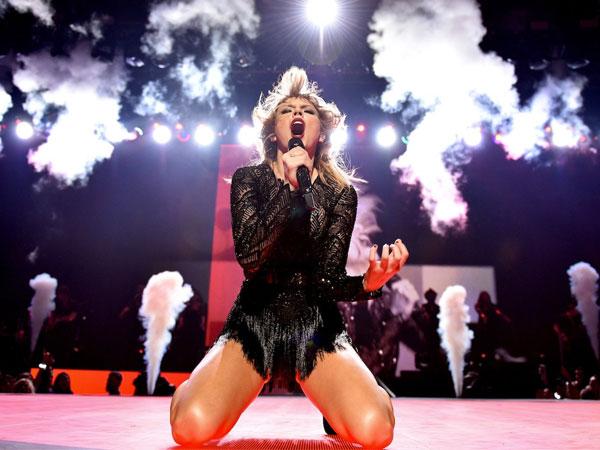 Menguak Misteri Dibalik Lirik Lagu Baru Taylor Swift 'Look What You Made Me Do'