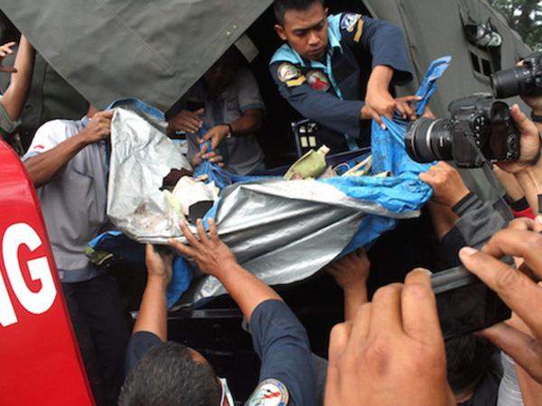 Sempat Hilang, Engineer Pesawat Yang Jatuh Di Malang Ditemukan di Kedalaman 2.5 Meter