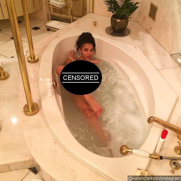 Фото в ванной девушки