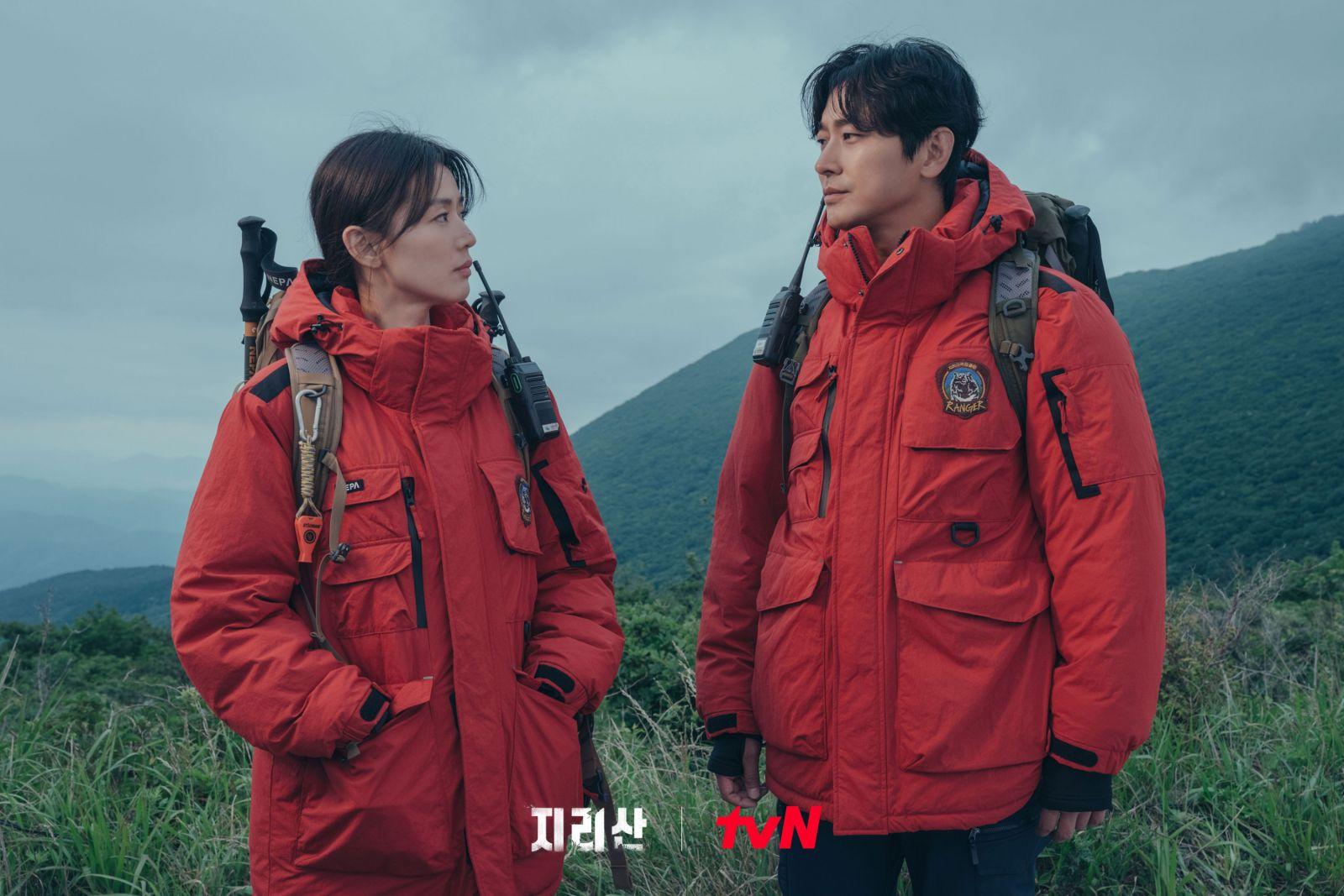 """Aktor Ju Ji Hoon Mengaku Sejak Dari Muda Jadi Penggemar Aktris Jun Ji Hyun, """"Kharismanya Membuat Saya Kagum"""""""
