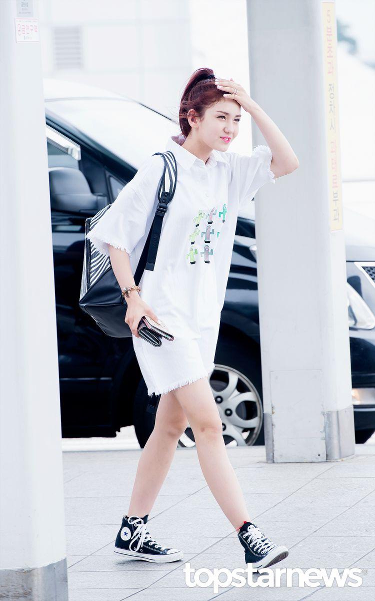 Intip Gaya Summer Airport Fashion Somi IOI di Bandara Incheon Yuk 6ea5055e34