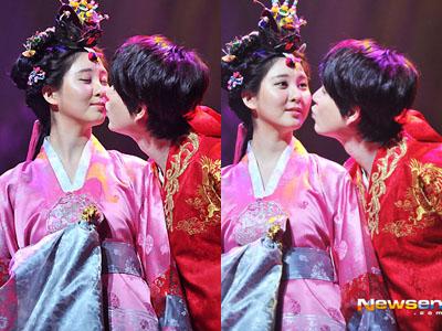 """kyuhyun dan seohyun dating Saat itu,kyuhyun dan band  wah wah kau ini benar benar pacar yang keterlaluan"""" kyuhyun segera berlari begitu mendengar seohyun sakit terlambat, kyuhyun harus ."""