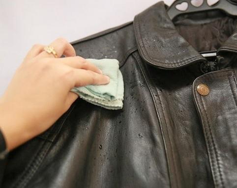 Tips Menghilangkan Bau Keringat Pada Jaket Kulit Asli
