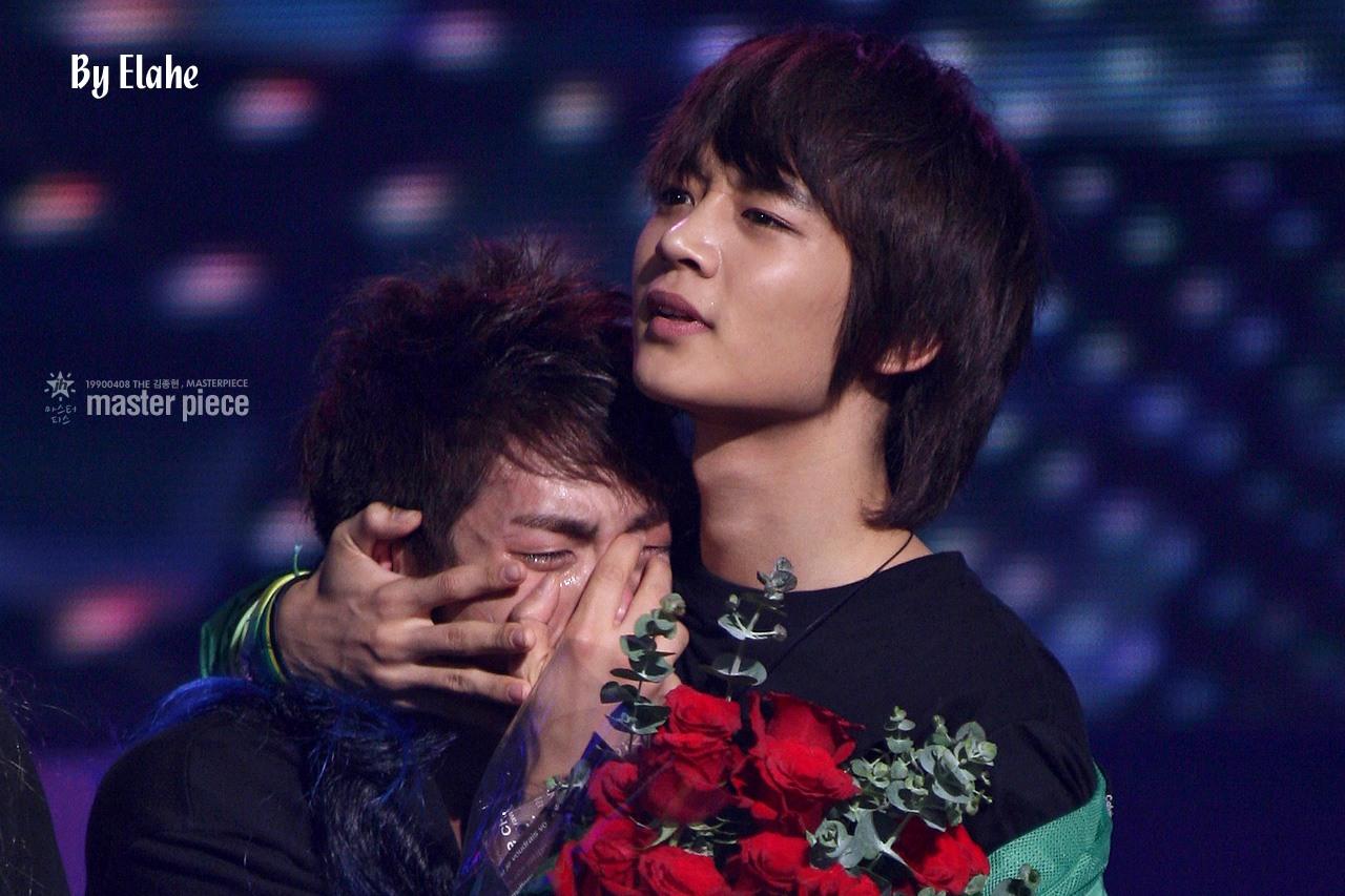 10 Moment Mengharukan Idol Saat Menang Penghargaan